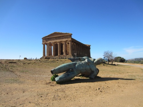 Agrigento, Temple of Concordia, with modern statue